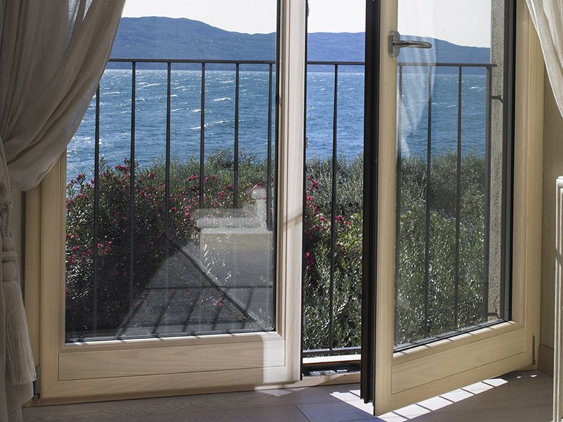 Pertile serramenti in alluminio legno legno pvc for Preventivo finestre alluminio